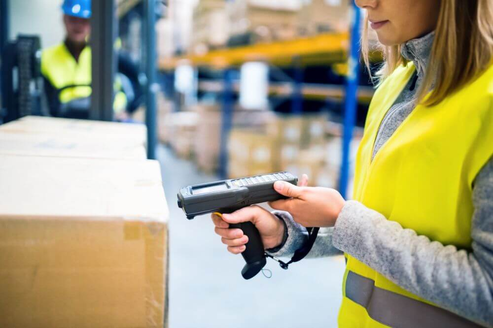 Keeping Updated On Product Information In Real-time During Picking And Packing