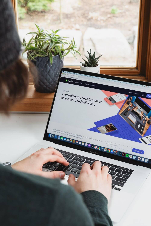 Wholesale Distributors Are Shifting Towards E-Commerce Platforms